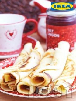 Коледни палачинки с канела и конфитюр от червени боровинки - снимка на рецептата